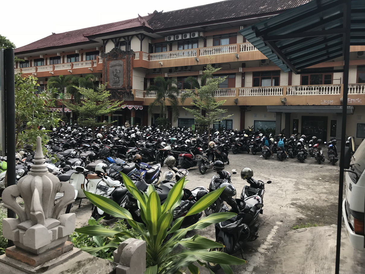 Bali KRESZ - suliban motoron