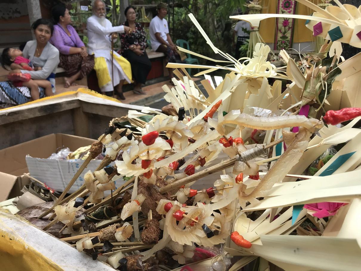 Ajándékok az elhúnytnak - Balinéz temetés