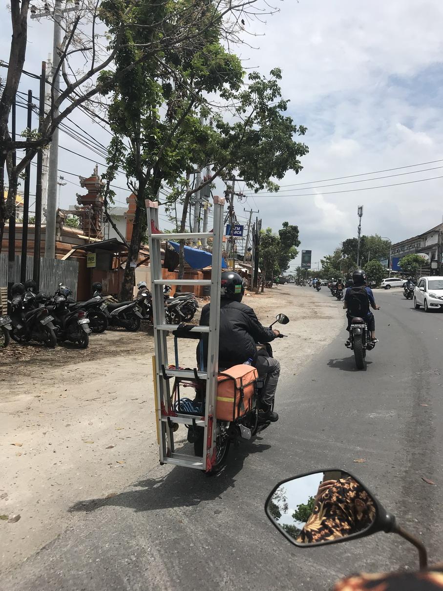 Bali KRESZ - szerelő műhely motor