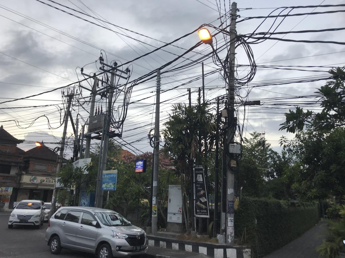 Bali villanykábelek